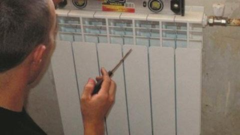 Как установить отопительные батареи в квартире?